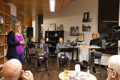 Lesung mit Eva Masthoff und den Jahrgangsperlen in der Stadtbibliothek Haltern am See im Dezember 2017.