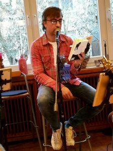 """Buchpremiere mit seinem neuen Krimi """"Totkehlchen – Modrichs dritter Fall"""" im Vivo in Holzwickede (03/2019)."""
