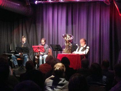 """Das Jazz-Bläser-Trio """"New Connxion"""" begleitet die Buchpremiere musikalisch (2/2017)"""