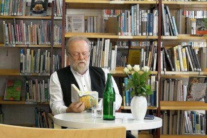 """Winfried Thamm liest in der Stadtteilbibliothek Dortmund-Aplerbeck aus seinem Erzählband """"Seelenzerrung"""" (5/2019)"""